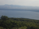 Λίμνη Καρλα Και Θέα προς την Θάλλασα_1