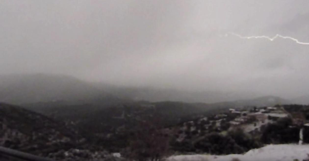 (Βίντεο) Χιονοκαταιγίδα στους Ζάρακες Εύβοιας - 29/12/2016