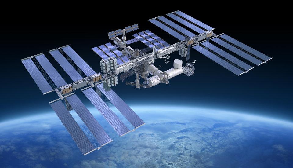 Ο Διεθνής διαστημικός σταθμός στο Peak του ουρανού την Δευτέρα 24/07