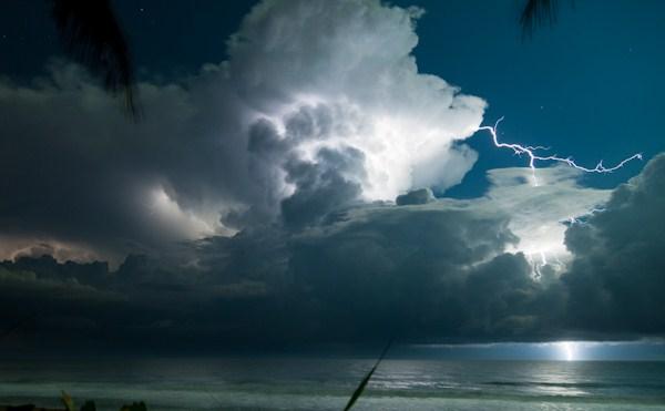 Jupiter-Beach-lightning600-002