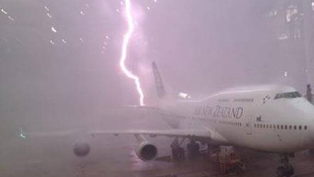 lightning-brisbane-airport-thunder-storm--facebook